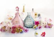 Egy parfüm tartóssága, azaz, hogy mennyi ideig érezhető a bőrünkön, nem a töménységtől függ, hanem a benne lévő illatmolekuláktól
