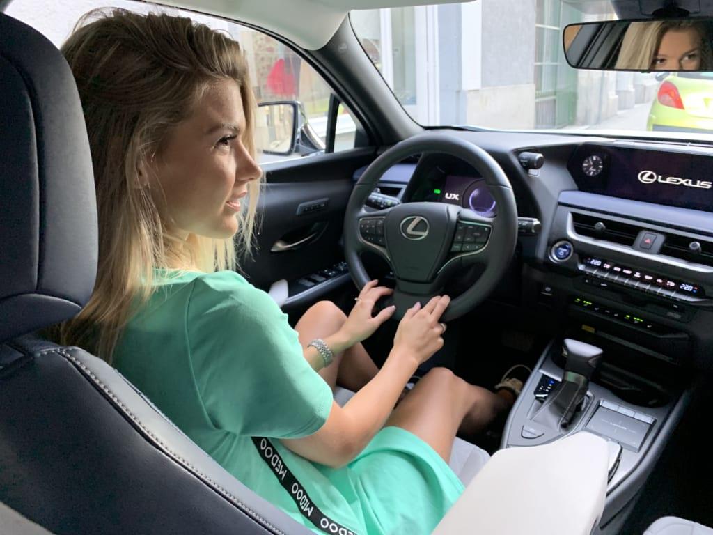 Weisz Fanni Lexus UX