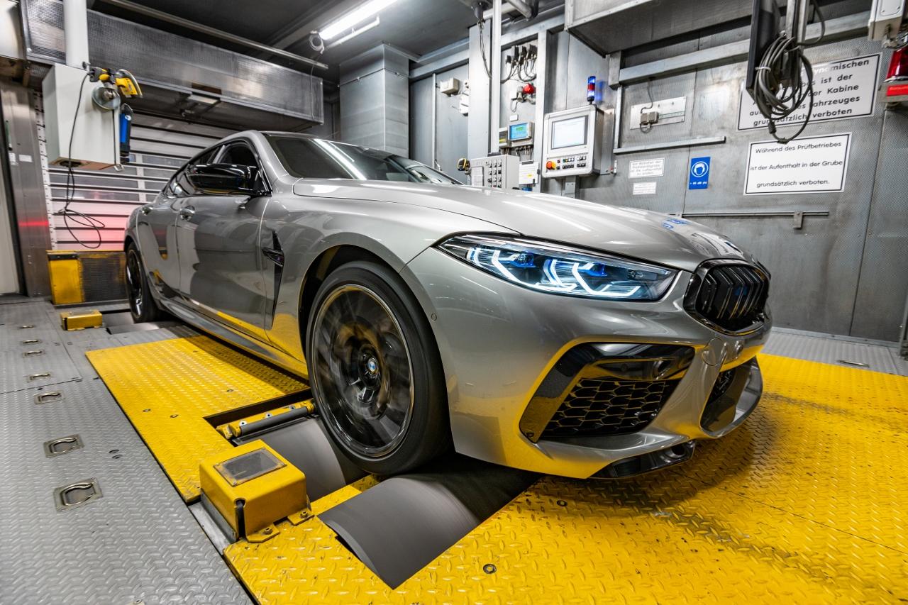 BMW M8 Gran Coupé oldalrol (1280x853)