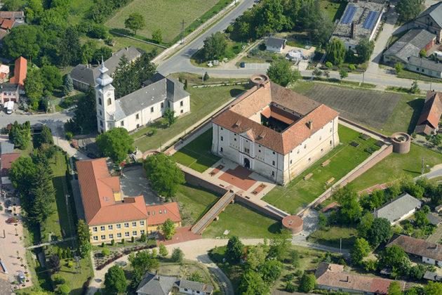 Ozorai Várkastély kastélylátogatás