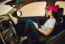 Nő autóban konmari