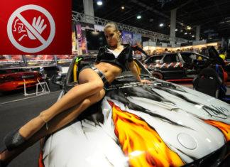 nők az autókiállításokon