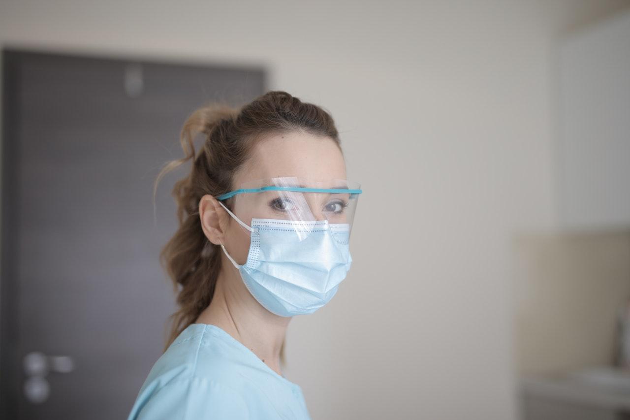 autoipar es koronavirus maszk
