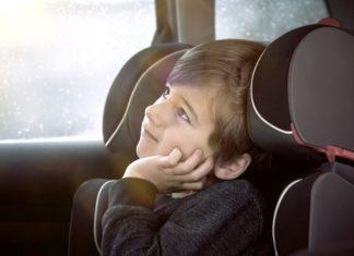 gyerekkel az autóban