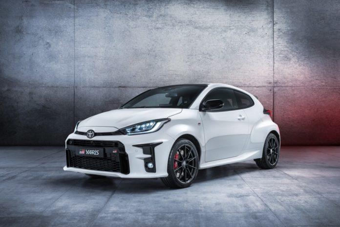 vadonatuj-Toyota-GR-Yaris-feher
