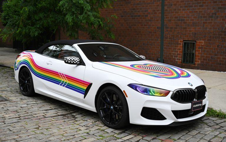 bmw 8 pride felvonulás egyedi festés