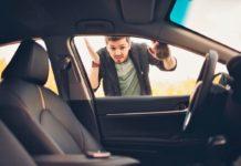 bezártad a slusszkulcsot az autóba