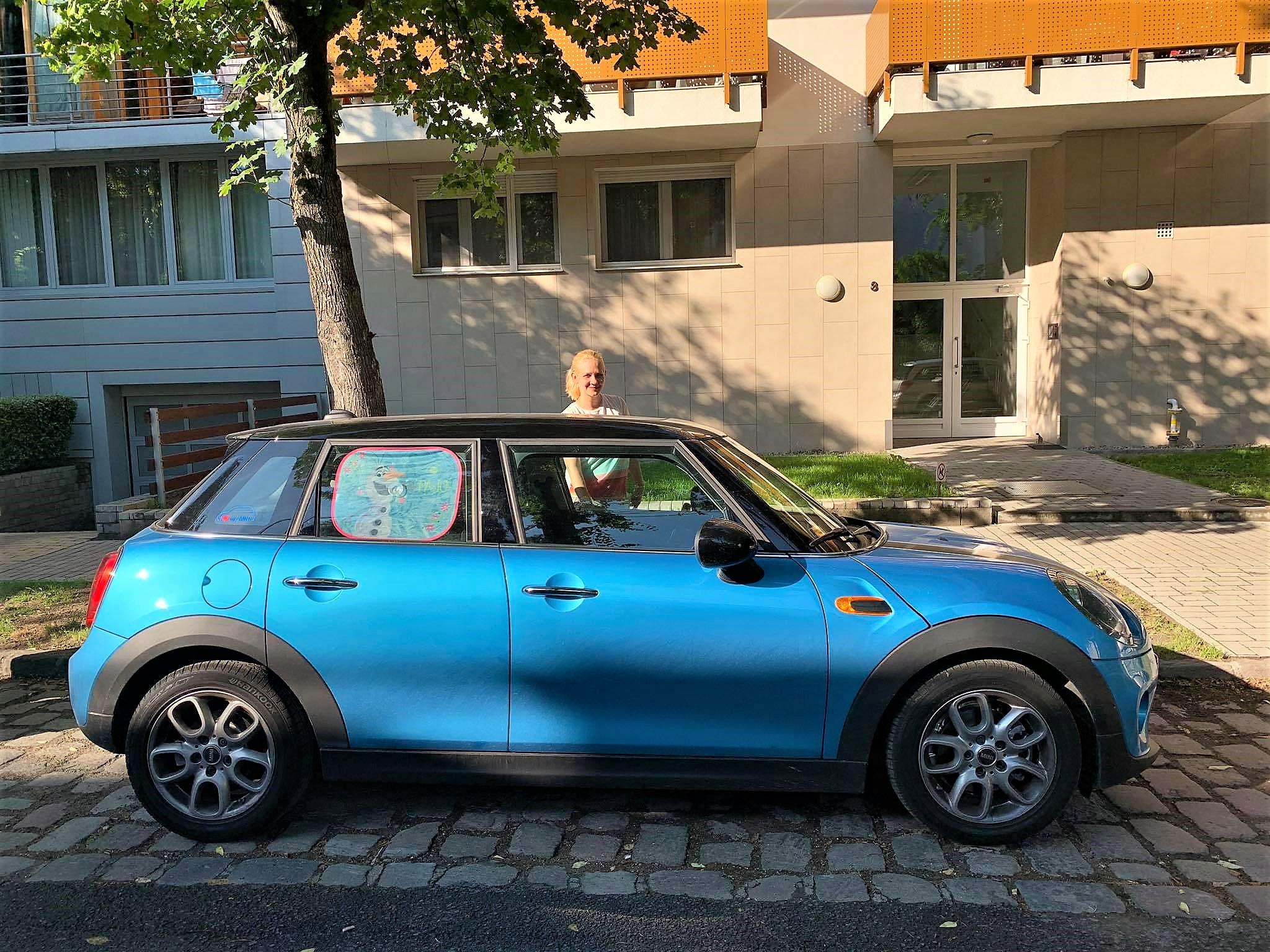 ötajtós kék mini cooper