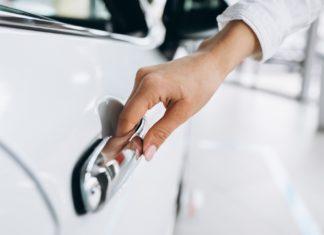 autó kinyitása