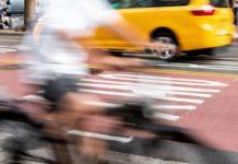 autósok és biciklisek úton