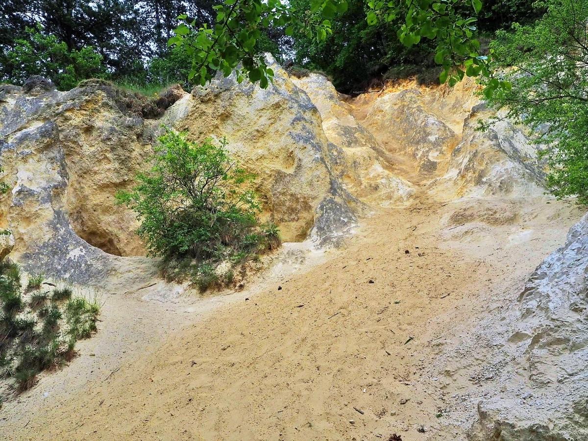 Solymár Jegenye völgy homokos sziklák