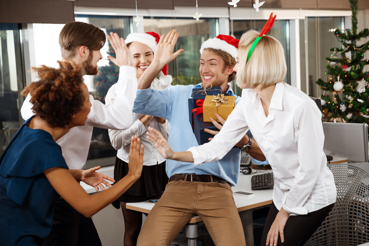 ajándék iroda munkahely céges karácsony