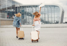 repülőtér lányok utazás
