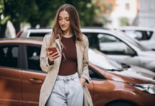 mobiltelefon utca barna autó