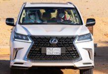 luxus terepjáró sivatag arab vezetők