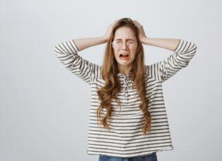síró szomorú nő