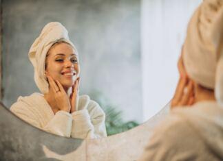 nő tükör őszi zépségápolás