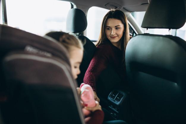 gyerek az autóban