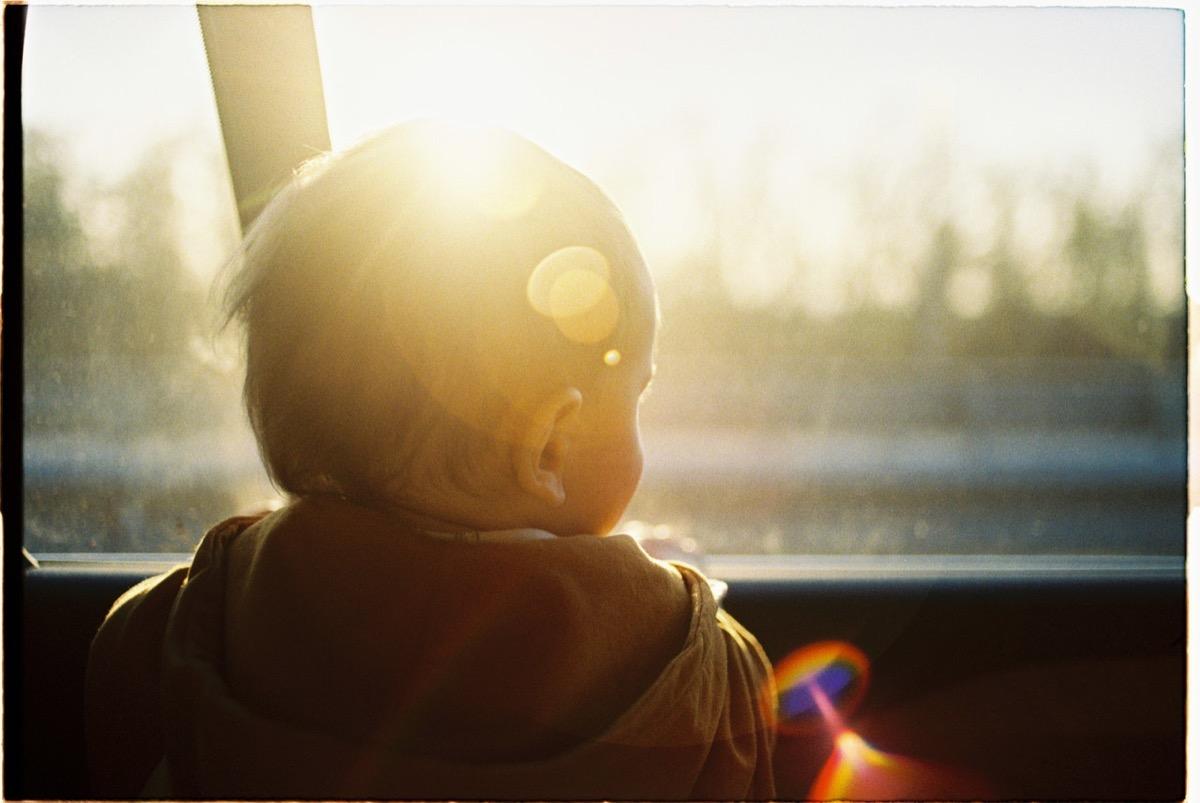 forró autóban autóban hagyott gyerek