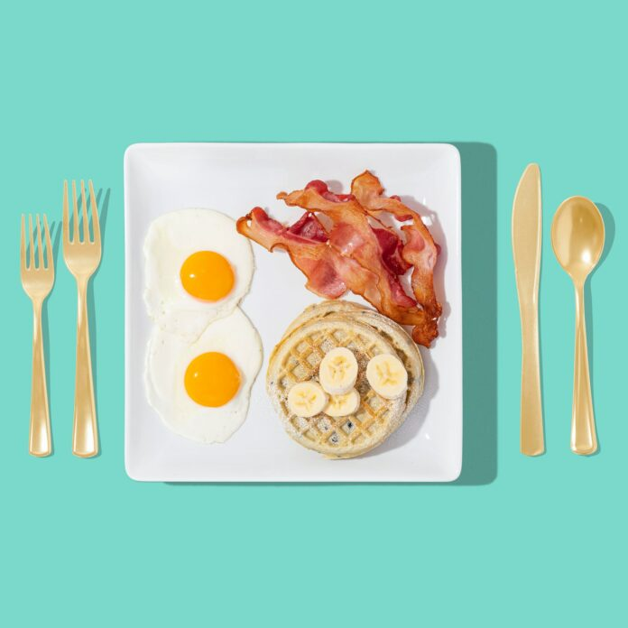 bacon reggei tojás